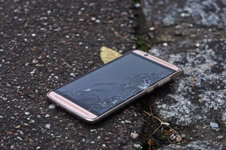 smartphone rotto suicida
