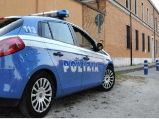 Uomo investito da un'auto della Polizia Napoli