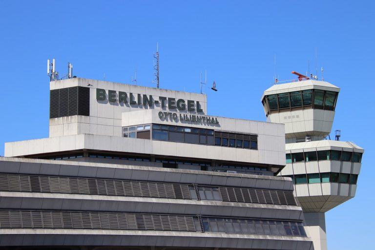 riconvertito in centro vaccinazione covid il vecchio aeroporto di Berlino