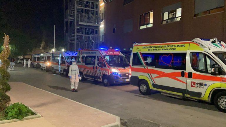Ambulanze in fila davanti ospedale di Foggia