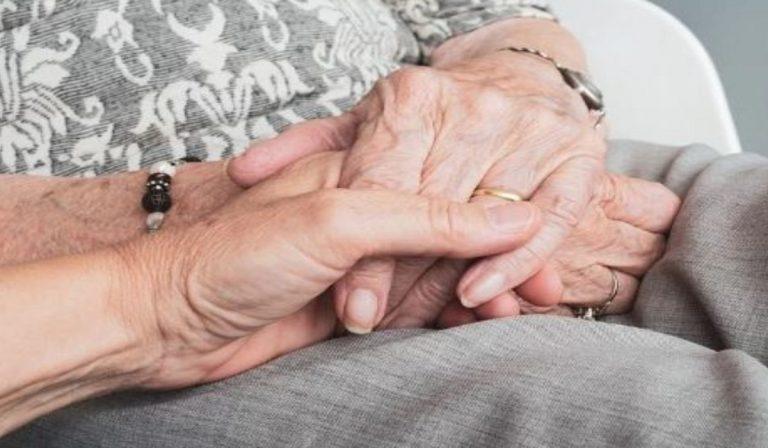 Covid, marito assiste la moglie positiva: deceduti