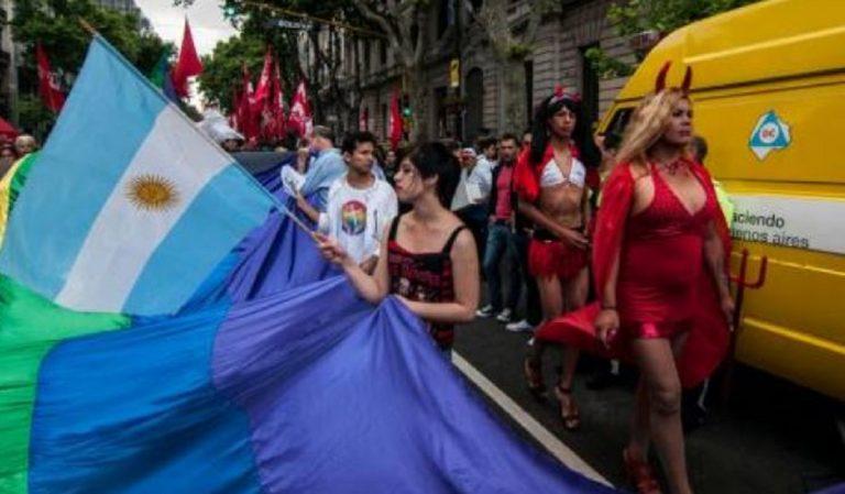 Argentina, l'esercito dovrà arruolare l'1% di travestiti e trans