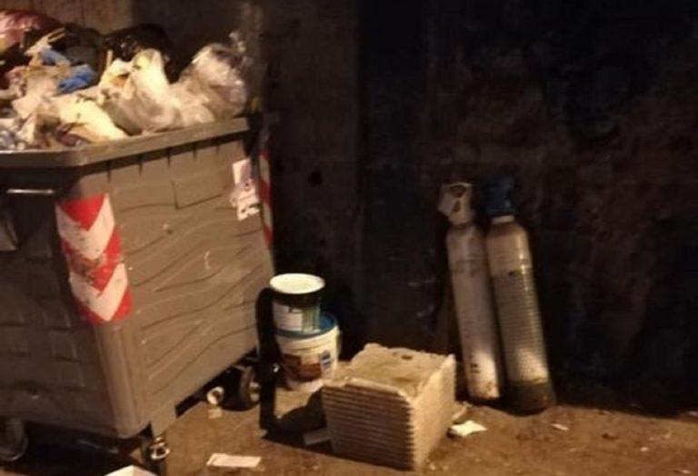 Bombole di ossigeno introvabili: a Napoli qualcuno le getta nella spazzatura