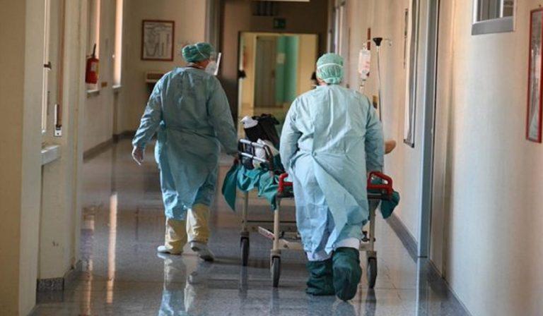 Covid, ospedali chiusi a dicembre? Ipotesi sindacato infermieri