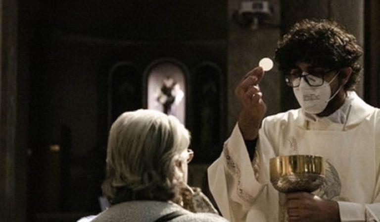 """Covid e messa di Natale anticipata, il vescovo: """"Non è strano"""""""