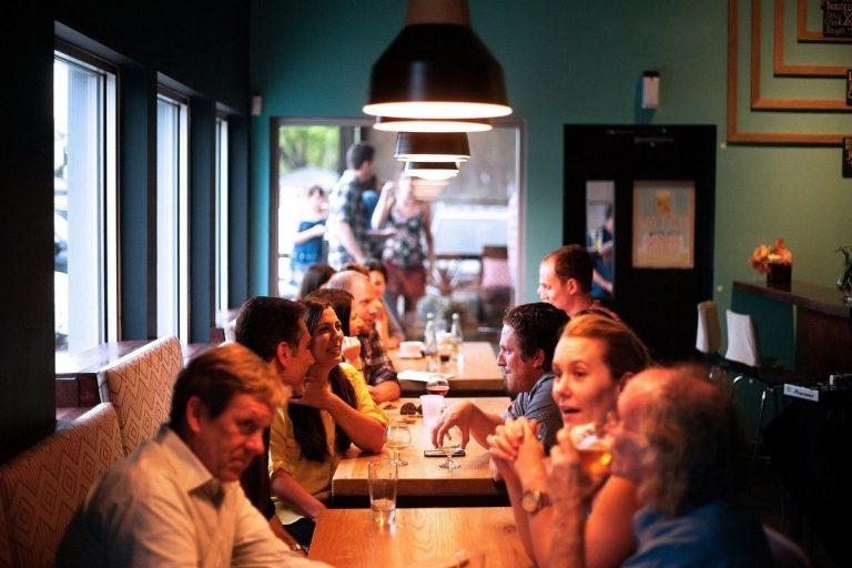 covid Australia dollari ristorante teatri