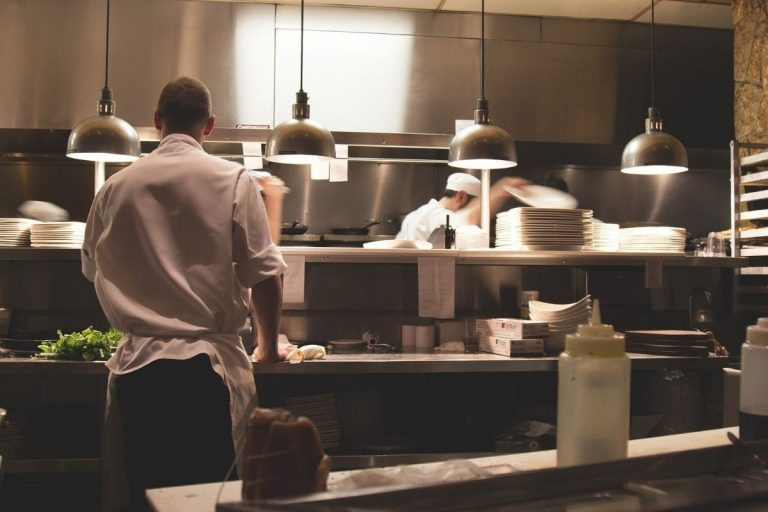 Covid ristoranti aperti sera