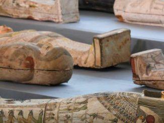 Egitto, scoperti a Saqqara oltre 100 sarcofagi
