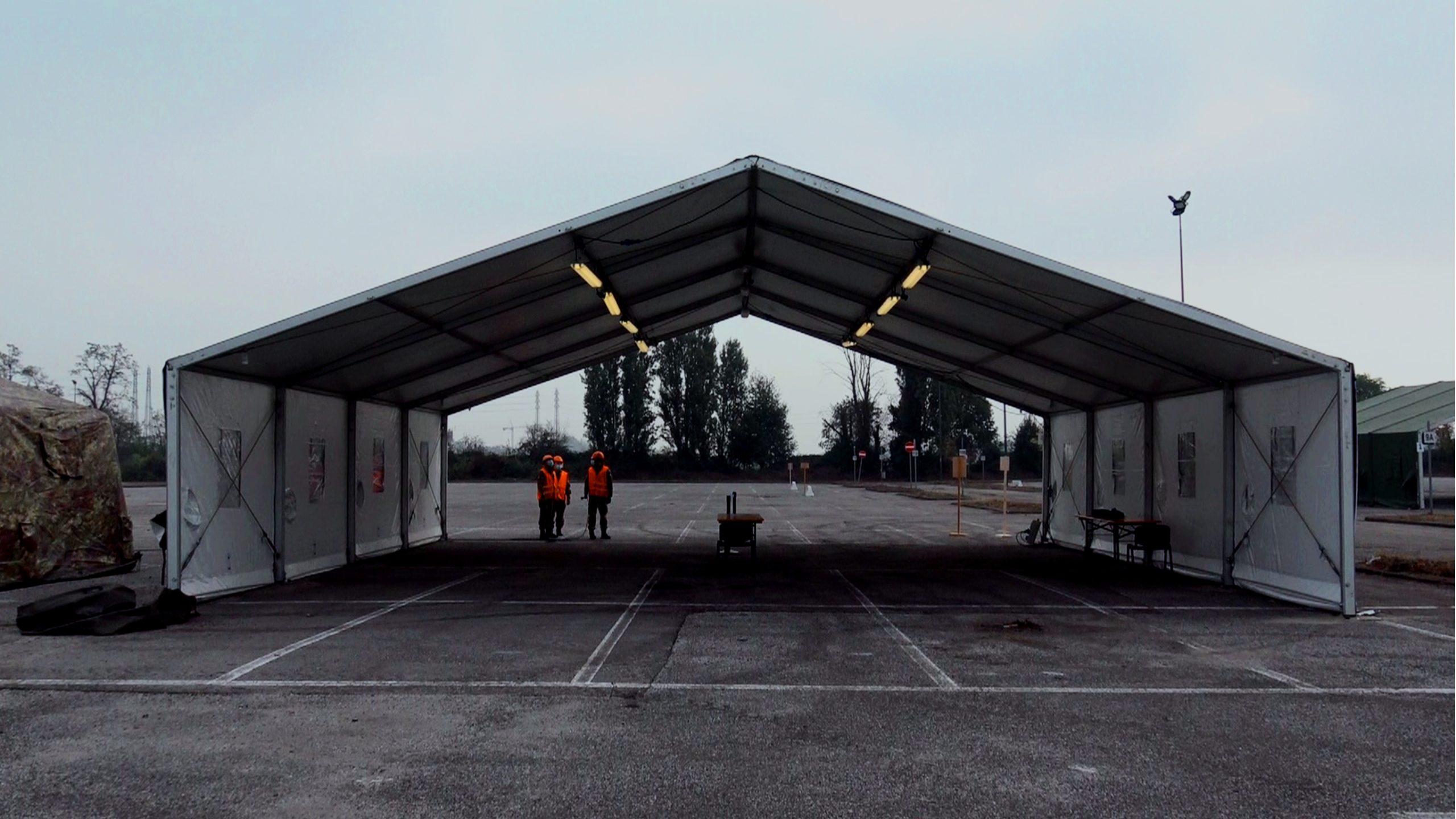 Esercito, drive throug Milano (1)