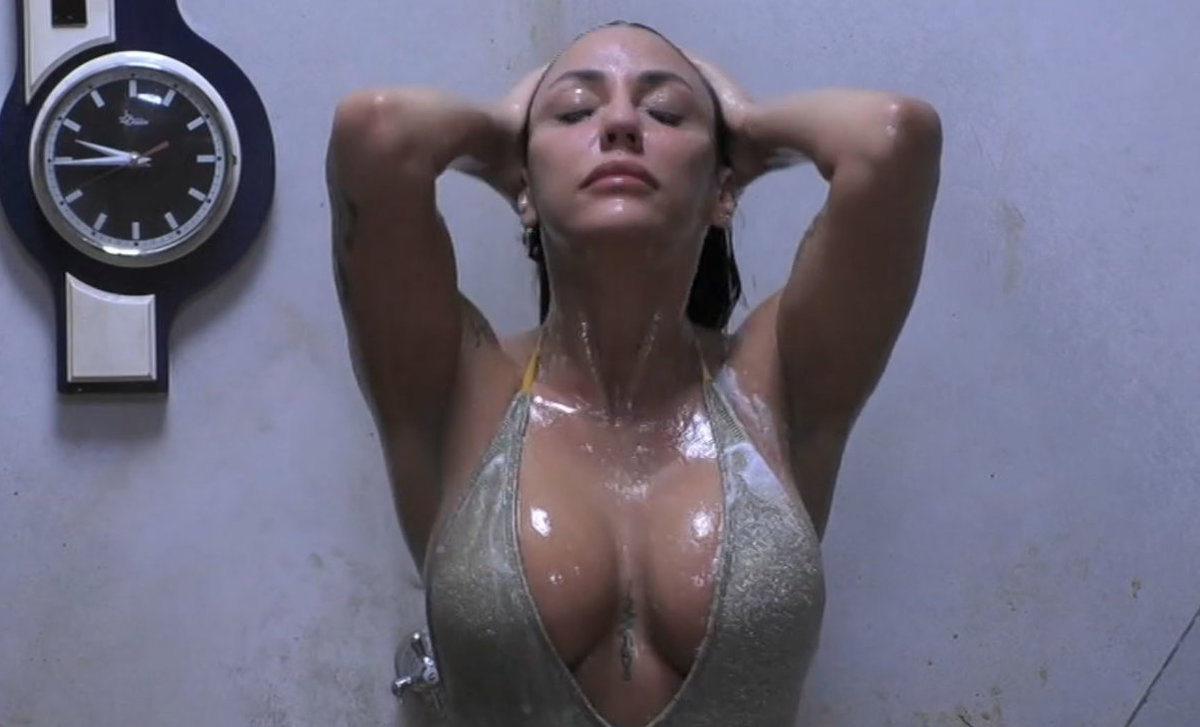 GF Vip Selvaggia doccia
