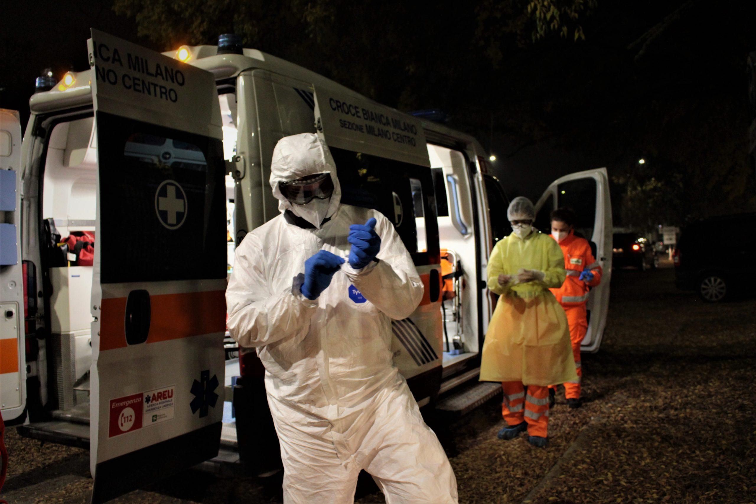 una notte in ambulanza covid con i volontari della croce bianca
