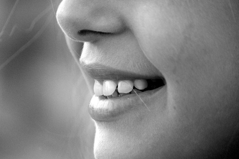 denti che cadono? forse un nuovo sintomo del covid
