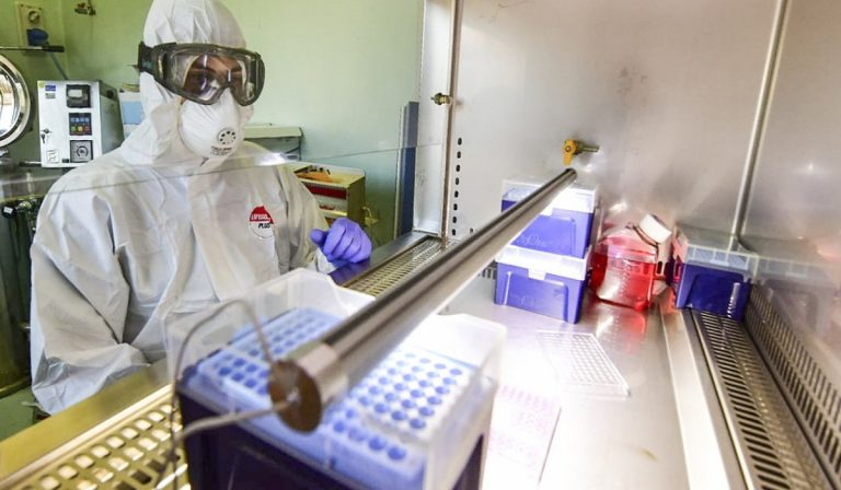 """Coronavirus da laboratorio? """"La struttura genetica non lo esclude"""""""