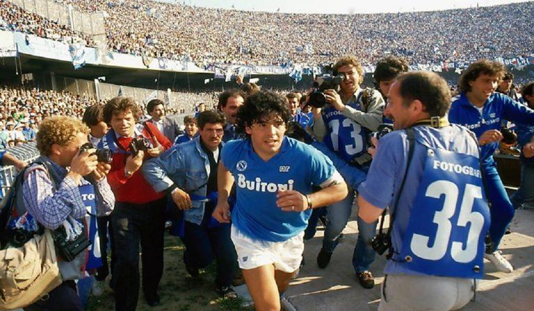 """Morte Maradona, De Magistris: """"Intitoliamogli lo Stadio San Paolo"""""""