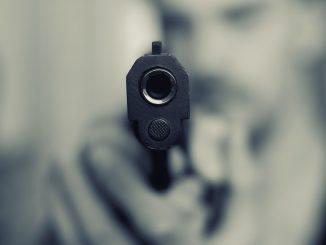 pistola femminicidio donna