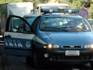Palermo poliziotti aggrediti sequestrati