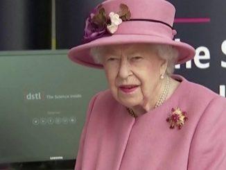 regina elisabetta senza mascherina