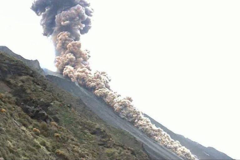 Stromboli esplode vulcano