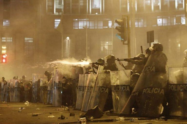 Studente ferito proteste Perù