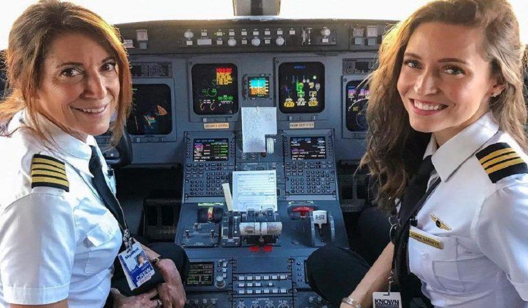 Mamma e figlia pilotano aereo di linea