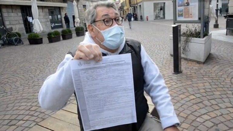 Treviglio, anziano legge il giornale in piazza: multa da 400 euro