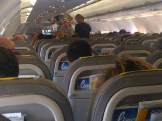 La Cina suggerisce di utilizzare i pannolini usa e getta sui voli per evitare i contagi da Covid