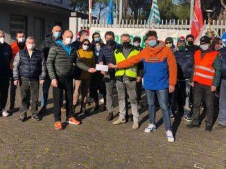 Donazione degli operai della Treofan licenziati a Terni