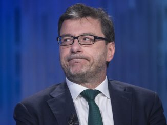 Giorgetti: il premier cadrà presto, ma l'opposizione manca