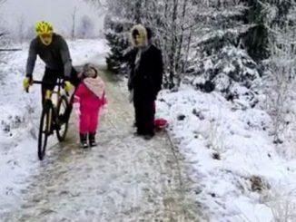 Il ciclista e la bambina