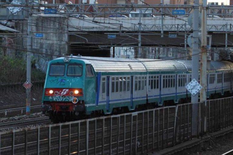 Savona, due immigrati curdi travolti da un treno regionale