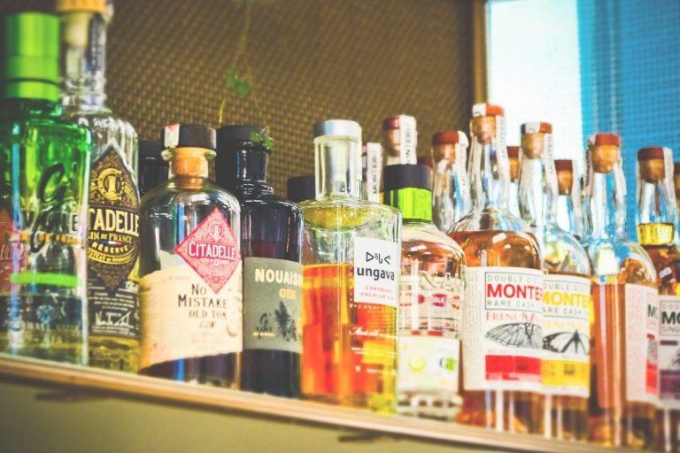 Lockdown effetti rischio alcolismo