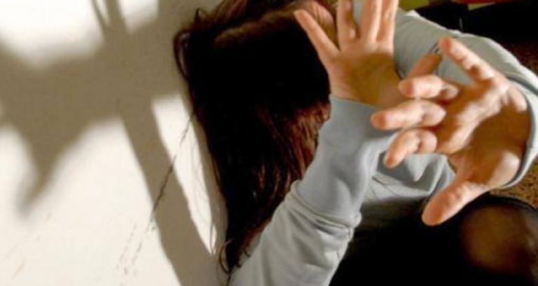 negato aborto vittima di stupro