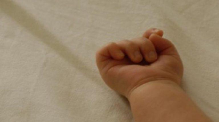 Positiva al virus partorisce al sesto mese e la bimba muore