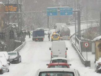 neve-liguria-traffico-bloccato