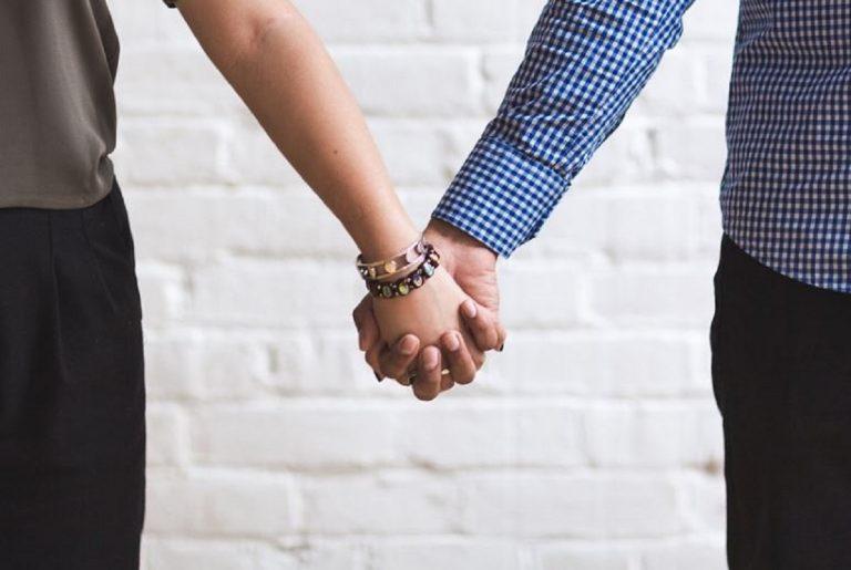 positiva esce di casa con il fidanzato, denunciata