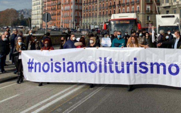 Protesta lavoratori turismo Napoli