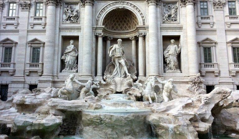 Roma chiusa Fontana di Trevi