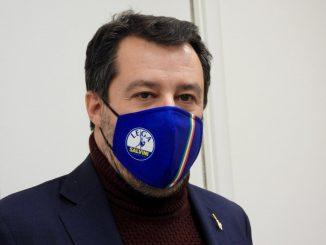 """Salvini su Facebook: """"Ciampolillo? Voleva curare Covid con le canne"""""""