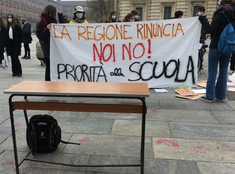 torino-studentessa-denunciata-lezioni-piazza