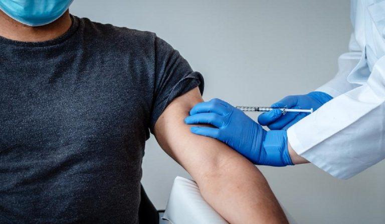 """Sindaci pro vaccino Covid: """"Vogliamo obbligatorietà e patentino"""""""