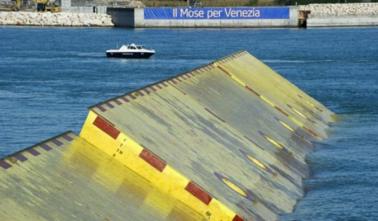 acqua alta venezia azionato Mose
