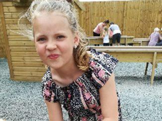 Bambina muore travolta da un Suv, stava aspettando lo scuolabus