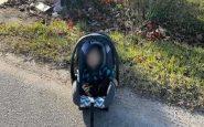 Corriere Amazon trova bimbo di 5 mesi, abbandonato