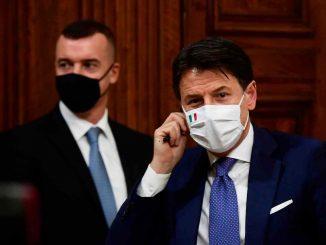 Crisi di governo, Conte pronto a sacrificare Casalino per restare premier