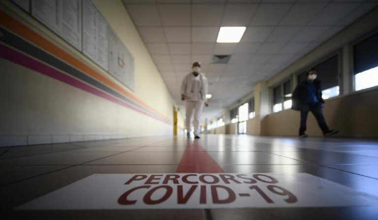 Coronavirus, calo di contagi mai visto da 3 mesi