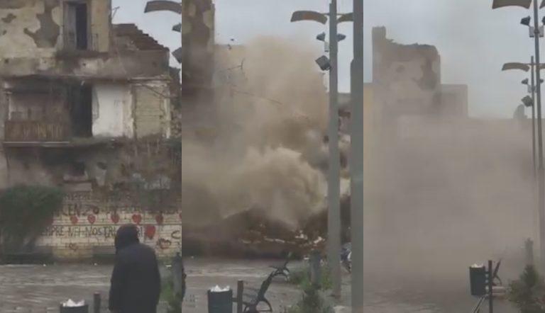 Afragola, vecchio palazzo crolla davanti alle persone