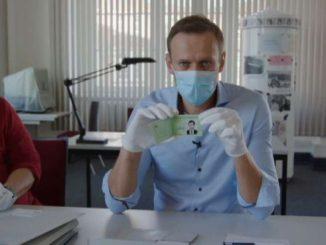 """Navalny alza il tiro e in un video accusa Putin e i suoi """"amici"""""""