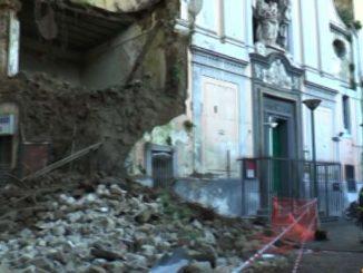 A Napoli è crollata una parte della chiesa del Rosario