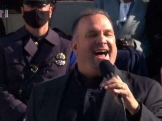 Garth Brooks il 'repubblicano' canta per Biden e per l'unità