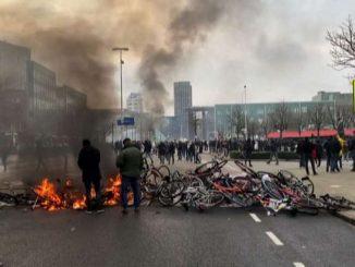Paesi Bassi, le proteste contro il coprifuoco diventano violente